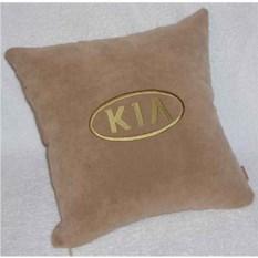Изображение подарка Бежевая подушка с золотой вышивкой Kia